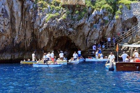 Ghé thăm hang động có dòng nước xanh phát sáng - 5