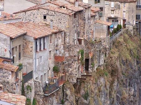 Ghé thăm ngôi làng chênh vênh trên vách đá - 2
