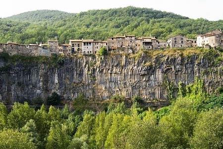 Ghé thăm ngôi làng chênh vênh trên vách đá - 3