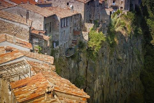 Ghé thăm ngôi làng chênh vênh trên vách đá - 4