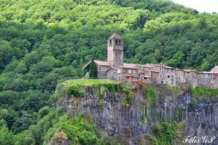Ghé thăm ngôi làng chênh vênh trên vách đá - 5