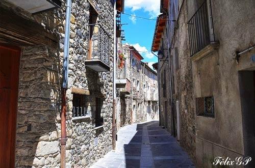Ghé thăm ngôi làng chênh vênh trên vách đá - 6