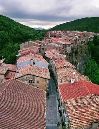 Ghé thăm ngôi làng chênh vênh trên vách đá - 7