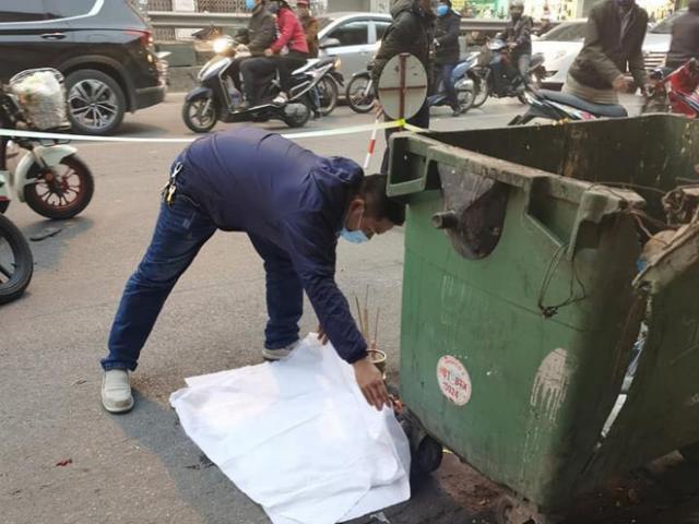 Hà Nội: Kinh hoàng phát hiện thai nhi trong túi đen bị ô tô cán qua