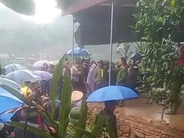 Vợ về nhà ngoại, chồng và 2 con nhỏ được phát hiện chết trong nhà