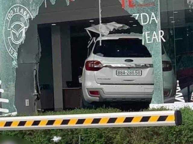 Vụ ô tô lao vào showroom ở Phú Thọ, 1 người tử vong: Khởi tố nữ tài xế