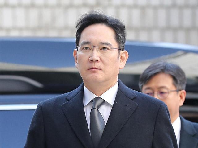 Lãnh đạo Samsung Lee Jae-yong lĩnh án 30 tháng tù vì hối lộ