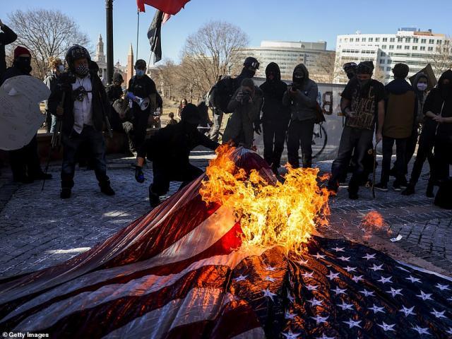 Mỹ: Biểu tình, đốt phá sau lễ nhậm chức Tổng thống Mỹ