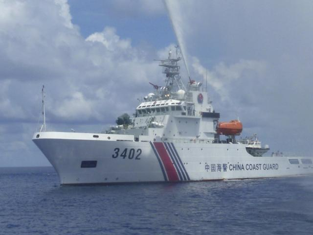 TQ cho phép hải cảnh nổ súng vào tàu nước ngoài