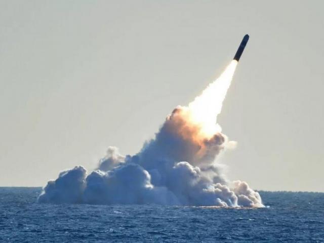 Tên lửa phóng từ tàu ngầm đầy uy lực của TQ đe dọa Mỹ thế nào?