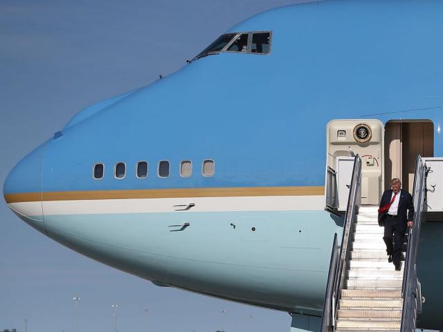 """Chuyên cơ Không Lực Một mới cứng nhưng bị ông Biden """"hắt hủi"""" có gì đặc biệt?"""