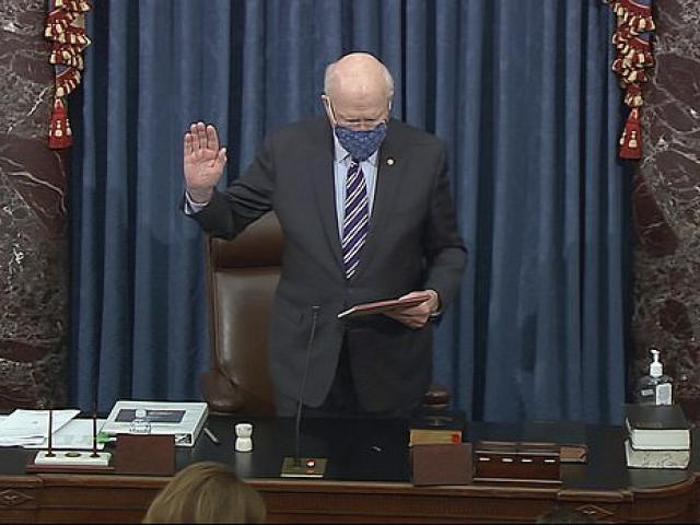 Chủ tọa phiên tòa xét xử ông Trump ở Thượng viện bất ngờ nhập viện