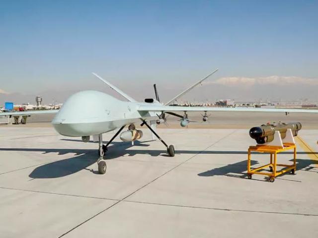 """Iran khoe máy bay không người lái chiến đấu, giống hệt """"ác điểu"""" MQ-9 Reaper của Mỹ"""