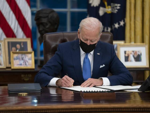 Ông Biden lần đầu tiên cho máy bay dội bom nhằm vào dân quân thân Iran