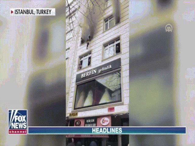 Video: Mẹ thả con từ tầng 3 xuống để cứu mạng