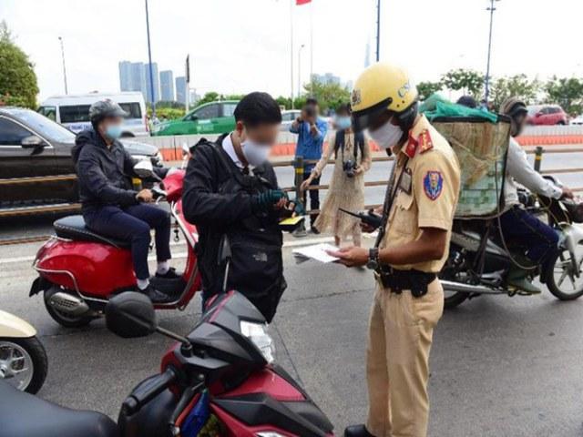 Không có bằng lái xe khi tham gia giao thông bị phạt bao nhiêu tiền?