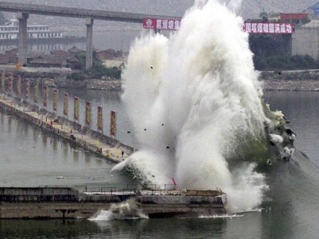 """TQ: Phát hiện """"điềm không lành"""" trên sông Dương Tử"""