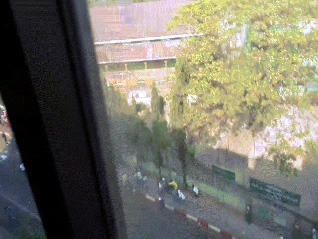 Video: Tiếng súng nổ liên hồi ở Myanmar, người biểu tình gục ngã