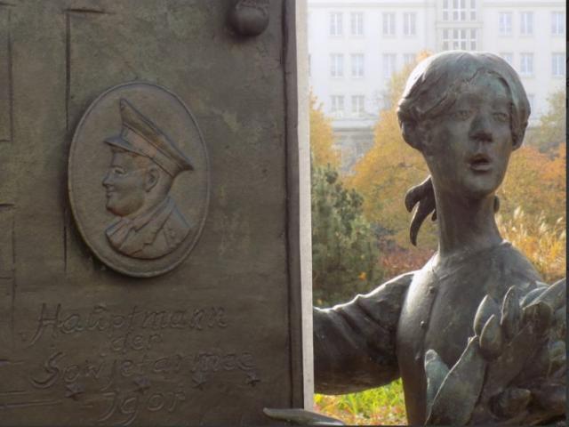 """Người hùng cứu bé gái rơi từ tầng cao """"phiên bản"""" Liên Xô: Đỡ sức nặng tương đương xe máy"""