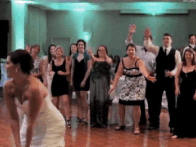 Cười ngả nghiêng với những sự cố hài hước trong các đám cưới