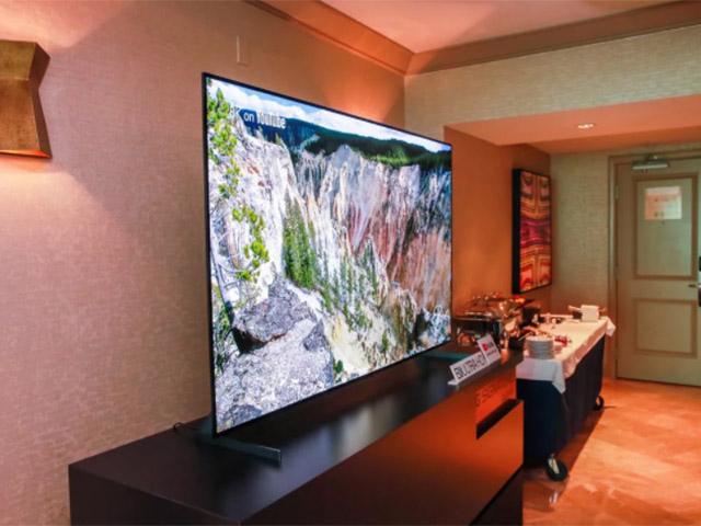 Người dùng phổ thông nên chọn TV OLED hay TV QLED?