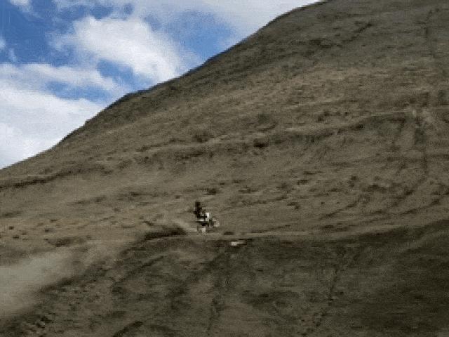 Video: Thót tim cảnh lái xe chinh phục đỉnh núi cao chót vót