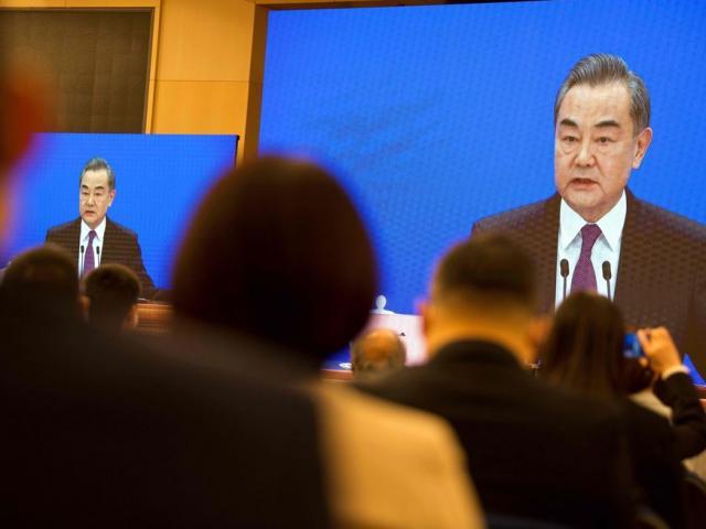 """Ngoại trưởng Trung Quốc cảnh báo ông Biden đừng """"đùa với lửa"""" về Đài Loan"""