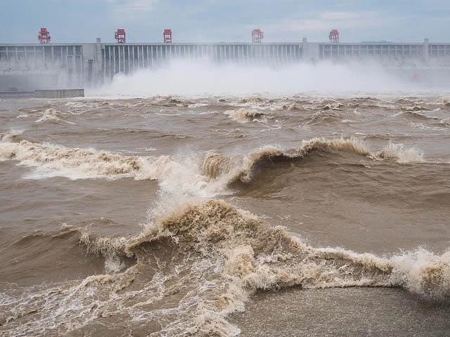 """NÓNG nhất tuần: """"Mầm họa"""" từ sông Dương Tử có thể ảnh hưởng hàng trăm triệu người TQ"""