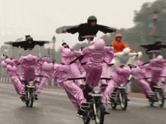 Video: Đã mắt xem quân đội Ấn Độ biểu diễn tuyệt kỹ lái mô tô