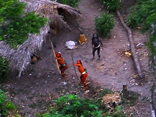 """Các bộ lạc nguyên thủy Amazon đối mặt nguy cơ bị """"quét sạch"""""""