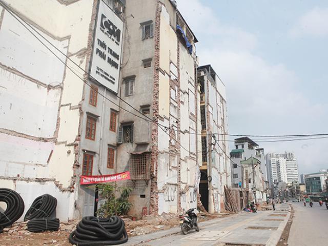 """Hà Nội: Nhà """"kì dị"""" trên đường vành đai 2, còn một bức tường vẫn giữ"""