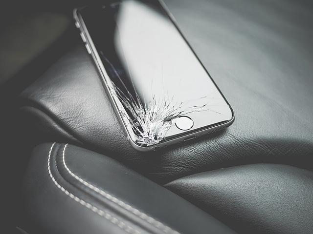 Tại sao smartphone đang ngày càng mỏng manh hơn?