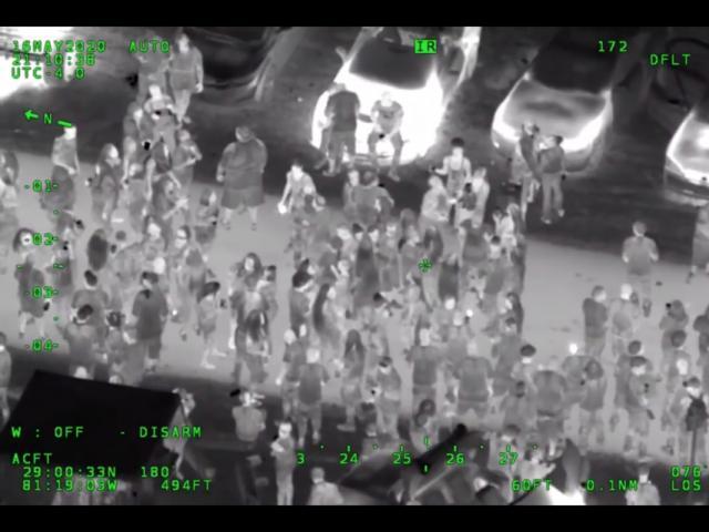 Mỹ: Bất chấp khuyến cáo hạn chế tụ tập, 3.000 người vẫn mở tiệc giữa đường, thách thức cảnh sát