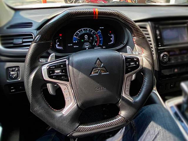 Xe SUV Mitsubishi Pajero Sport tại Việt Nam nâng cấp lên đồng hồ kỹ thuật số