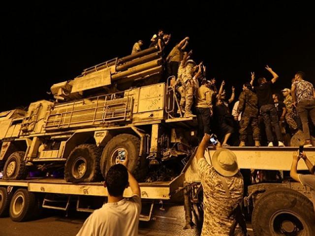 """Libya: Hàng trăm lính đánh thuê Nga tháo chạy, Pantsir S1 bị """"vùi dập"""""""