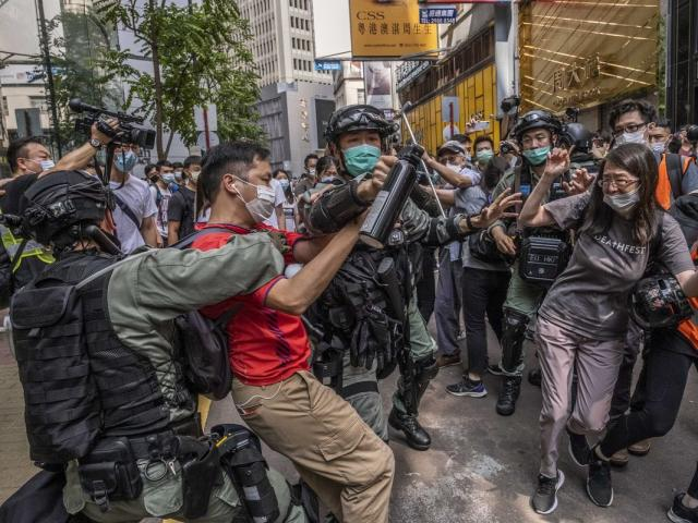 """Toan tính của Bắc Kinh khi ra luật an ninh Hồng Kông vào thời điểm """"nhạy cảm nhất""""?"""