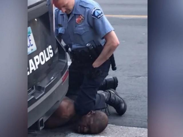 Công bố nguyên nhân cái chết của người đàn ông da màu bị cảnh sát đè lên cổ