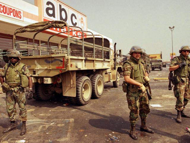 Cuộc bạo loạn đẫm máu ở Mỹ khiến 63 người chết, 1.500 lính thủy đánh bộ mạnh tay trấn áp