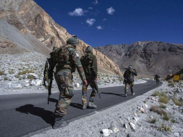 Ấn Độ: Nhìn quân đội tập trung ở biên giới với Trung Quốc, dân làng lo nơm nớp