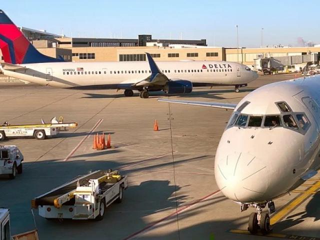 Mỹ cấm các hãng hàng không Trung Quốc