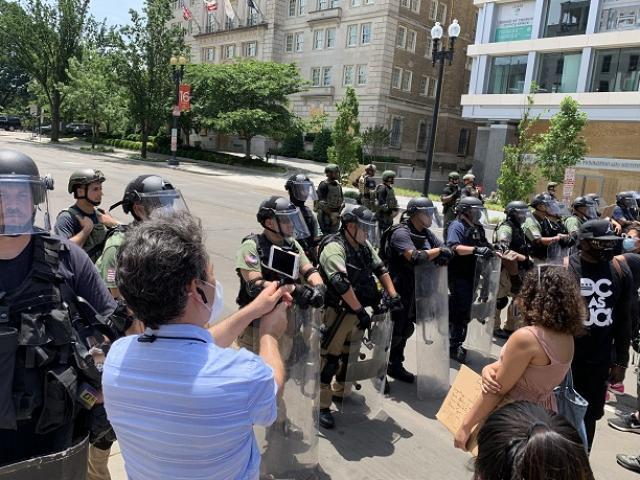 Bí ẩn lực lượng không mang phù hiệu đối phó với người biểu tình ở thủ đô Washington