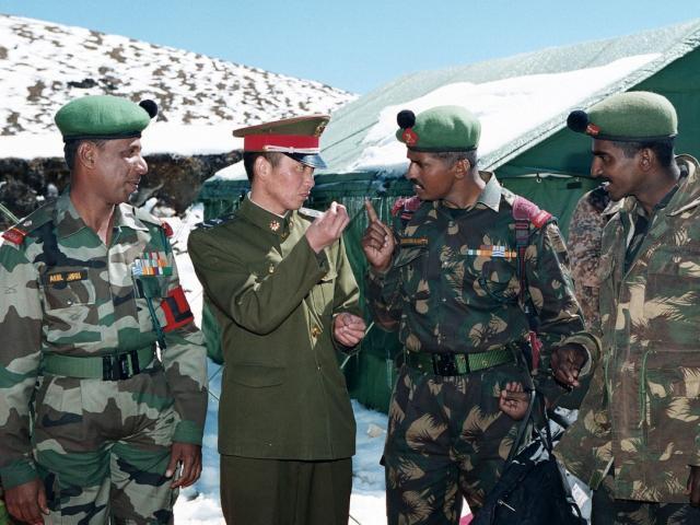 Căng thẳng biên giới: Tướng Trung Quốc gặp tướng Ấn Độ