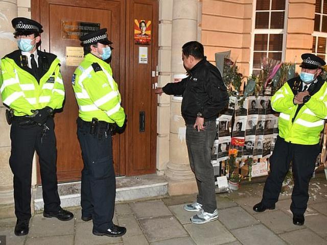 """Đại sứ Myanmar ở Anh bị """"cấm cửa"""" vào trụ sở"""