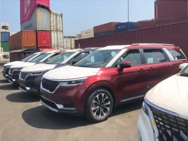 Lô xe Kia Sedona 2021 cập cảng Việt Nam, chờ ngày mở bán