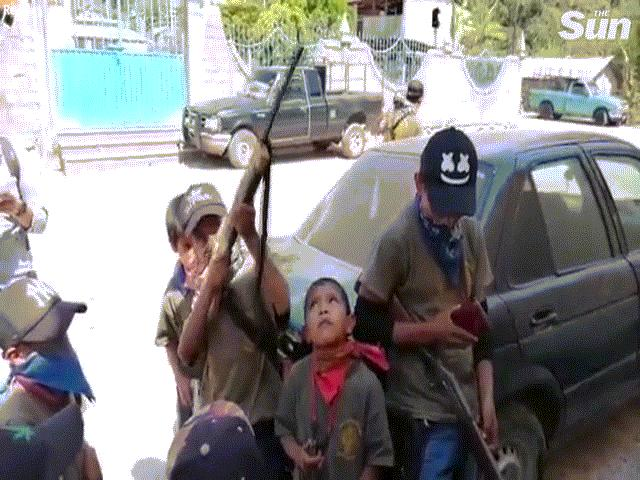 Mexico: Trẻ 5 tuổi cầm súng, đối đầu băng đảng tội phạm tàn bạo