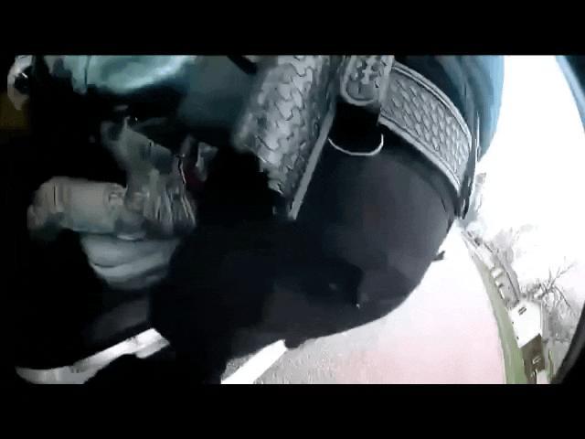 """Video vụ cảnh sát""""rút nhầm súng"""",bắn chếtthanh niênda màu gây phẫn nộ ở Mỹ"""