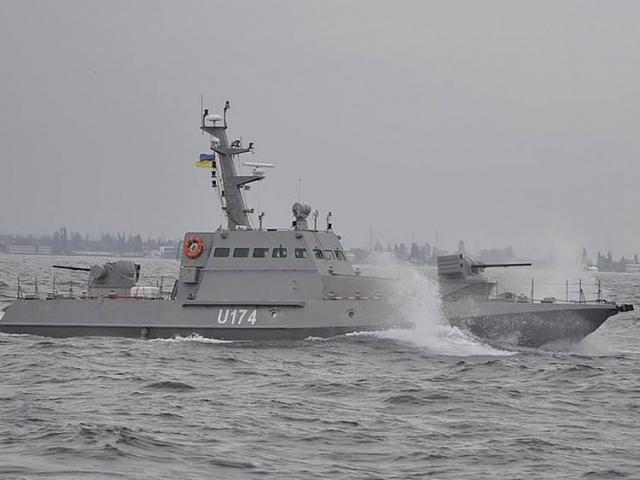 3 tàu pháo Ukraine dọa nổ súng nhằm vào tàu tuần tra Nga