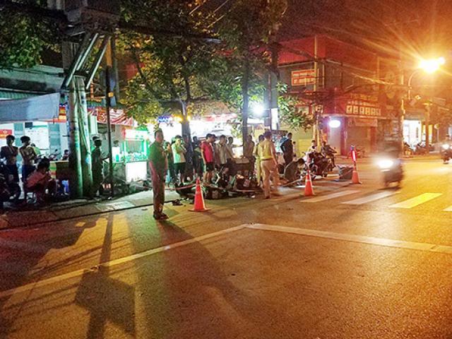 Xót xa cảnh bé trai gào khóc ôm thi thể người đàn ông giữa phố Sài Gòn