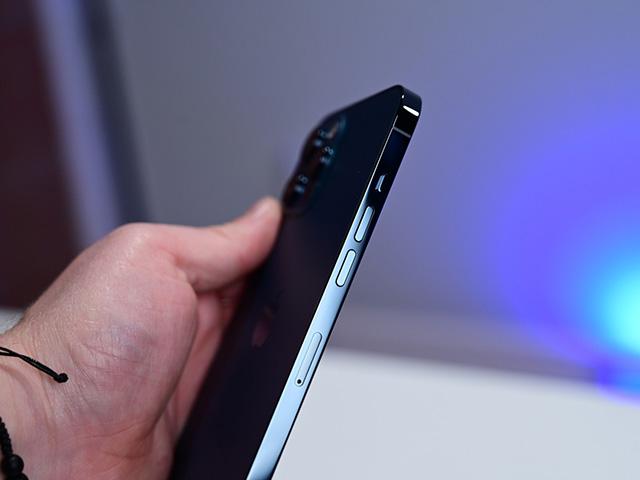 """Không phải iPhone 13, đây mới là iPhone đầu tiên có số sê-ri """"khó đoán"""" của Apple"""
