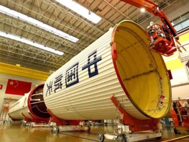 Tàn dư tên lửa TQ to như tòa nhà 10 tầng sắp rơi xuống Trái đất và căng thẳng Mỹ - Trung